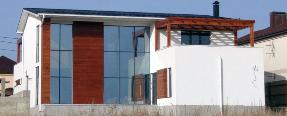 Строительство домов. Дом с отделкой фасада термодеревом